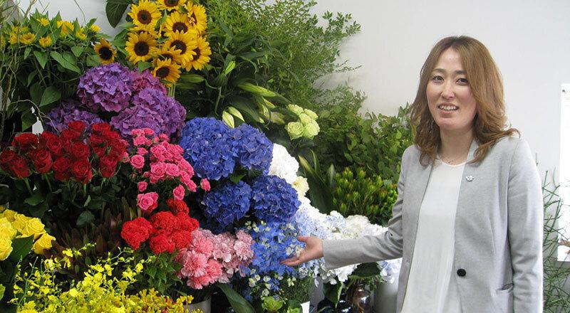 外回り中も、FAX注文をクラウド経由で確認 多忙なフラワーショップの経営をデジタルでカバーする三光貿易(愛媛県)