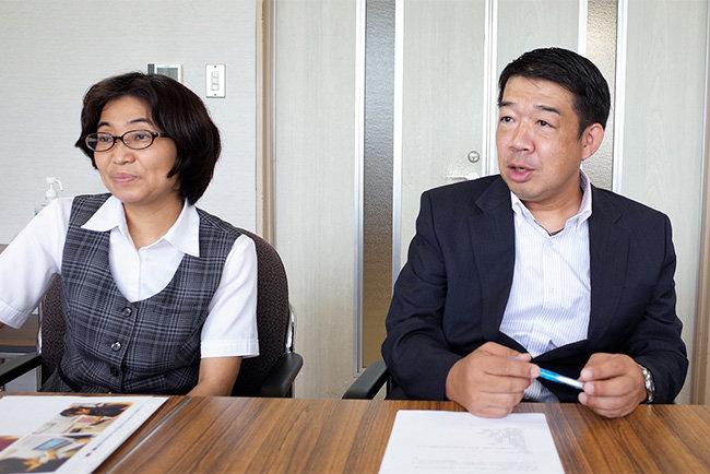 山下和彦部長(右)と藤永美砂子主任(左)の二人が中心なって進めた新システム導入