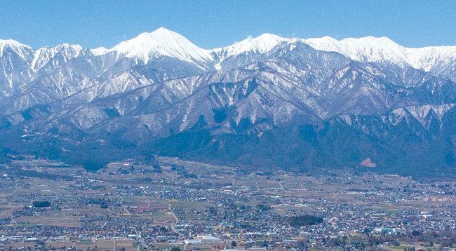山清電気は、長野県の日本アルプスのふもとにある。